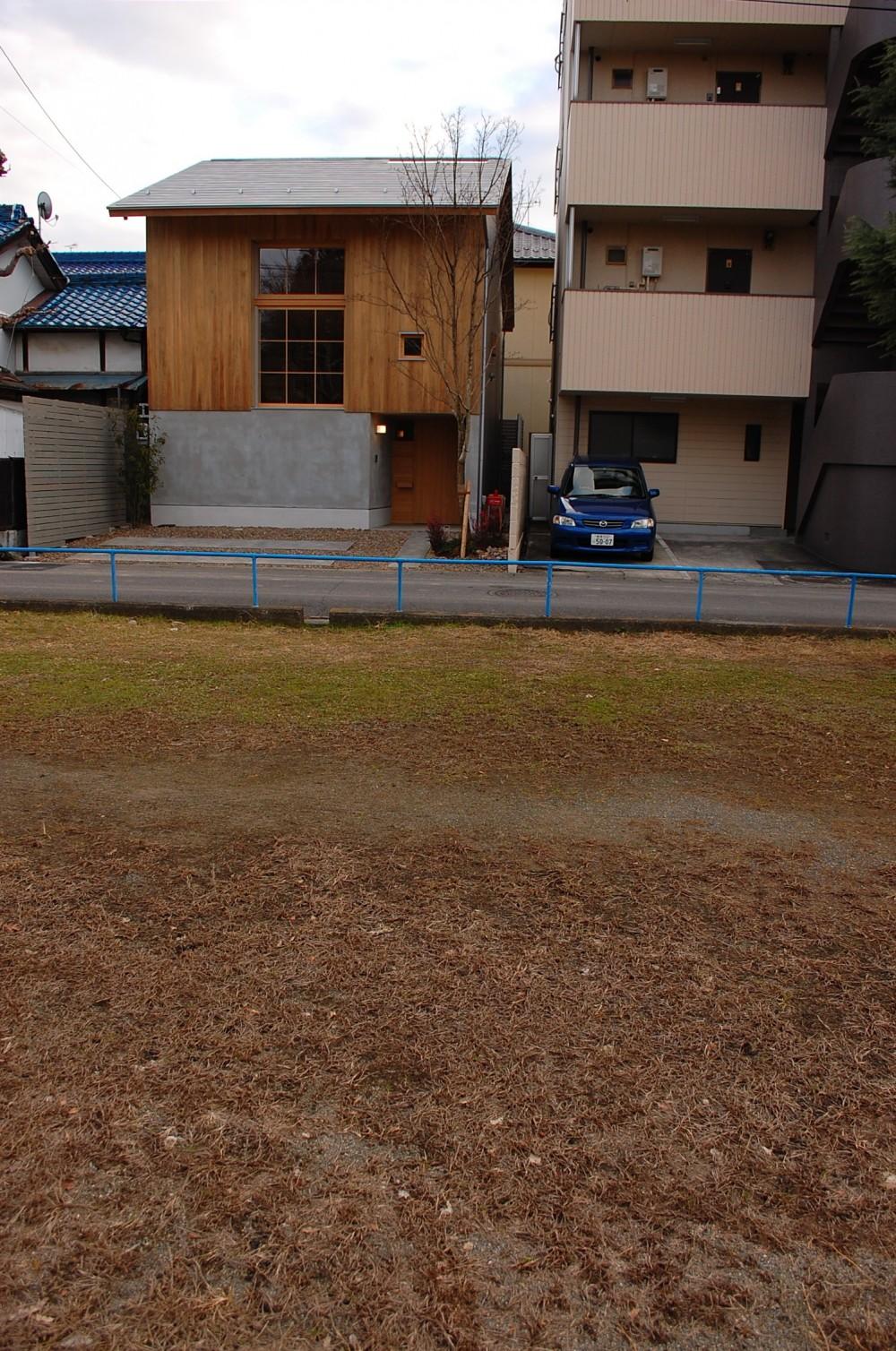 加納の家 (外部より見る)