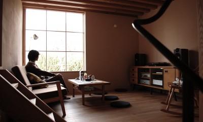 加納の家 (居間から外を見る。)