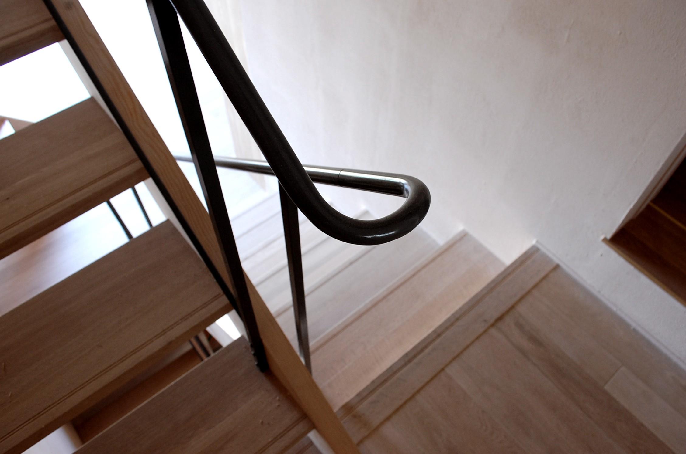 リビングダイニング事例:階段手摺(加納の家)