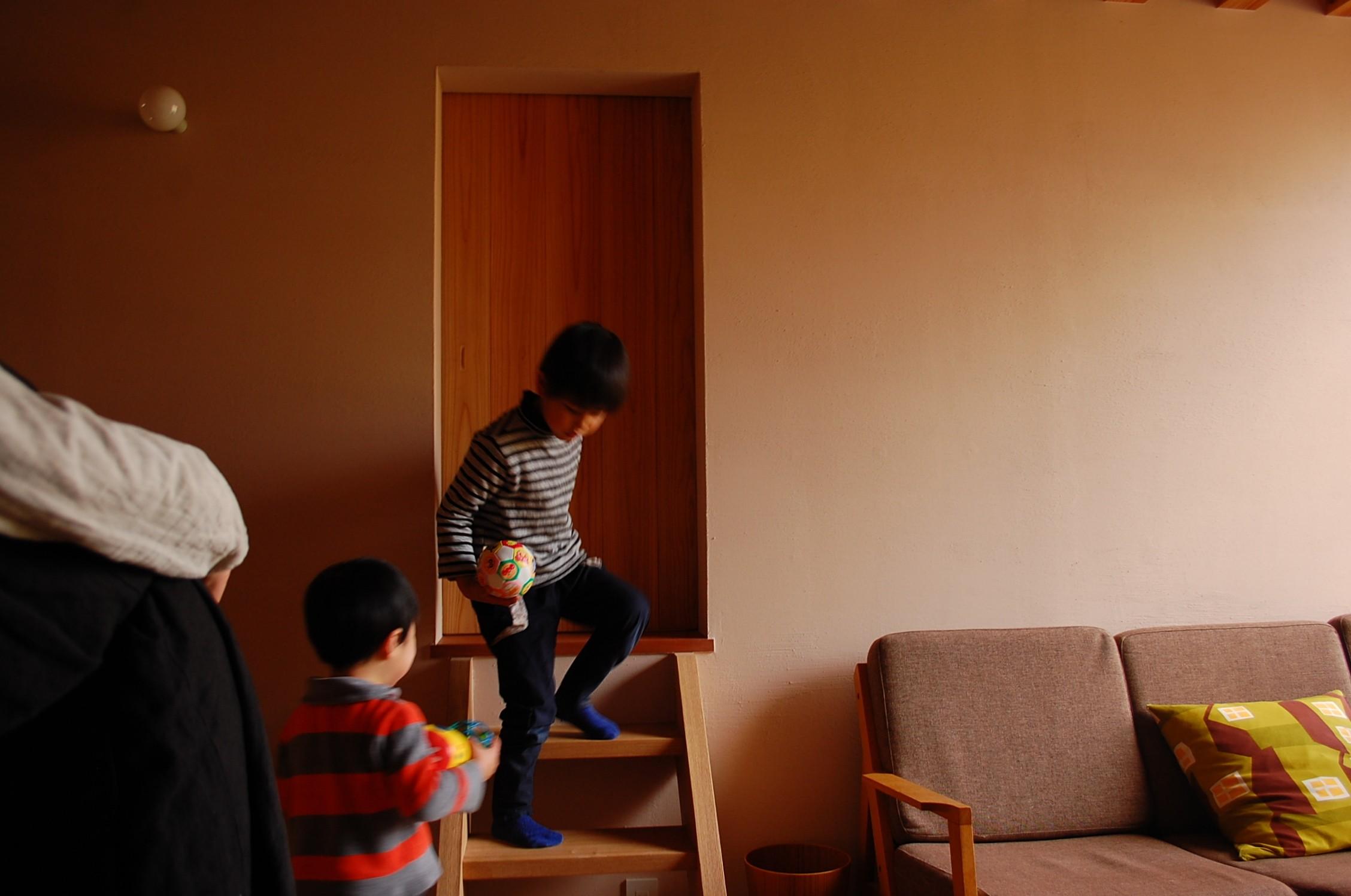 リビングダイニング事例:和室入口(加納の家)