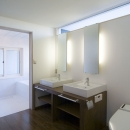 2つのシンクが並ぶパウダールーム(洗面所)