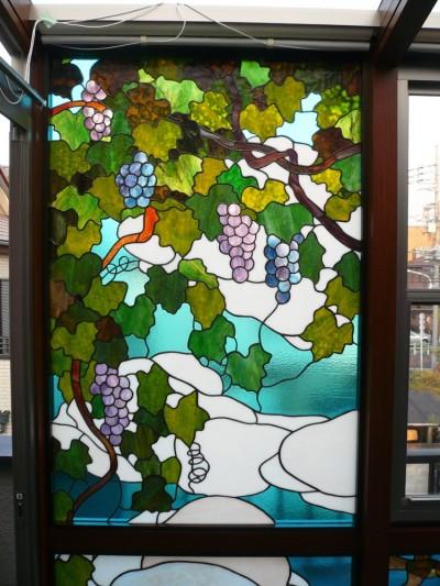 サンルームの写真、左から見たパネルの拡大 (サンルームのステンドグラス 東京都葛飾区 N氏邸)
