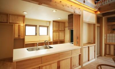家事が楽な和みの木の家 (木のオープンキッチン)