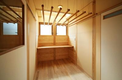 ランドリー家事室 (家事が楽な和みの木の家)