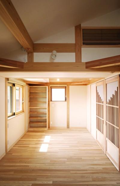 無垢のフローリングの個室 (家事が楽な和みの木の家)