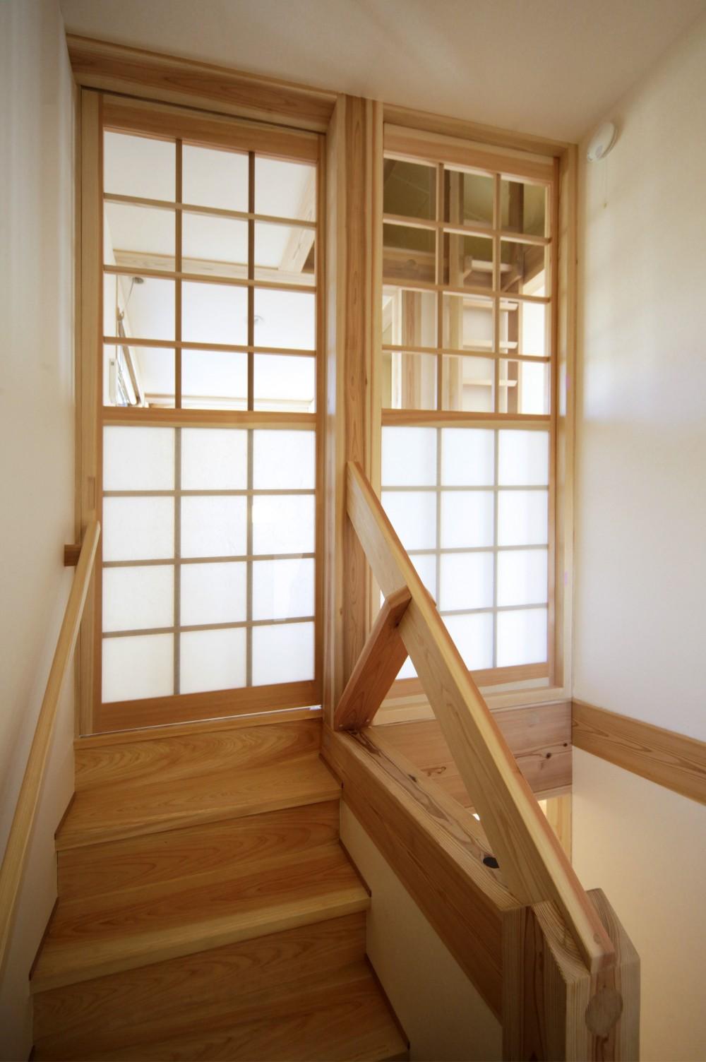 ゼロエネの木の家 (木の階段)
