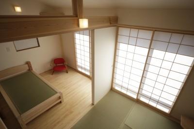 和室とベッドルーム (ゼロエネの木の家)