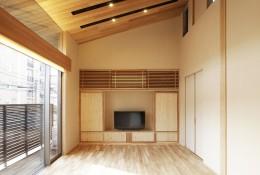 寿司店を営む木の家 (吹抜けのリビング)