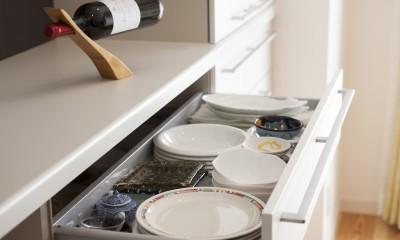 風通しと機能性を兼ねたウォークスルークローゼットで暮らしを変えたリノベーション (キッチン収納)
