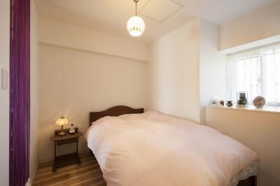 寝室 (風通しと機能性を兼ねたウォークスルークローゼットで暮らしを変えたリノベーション)