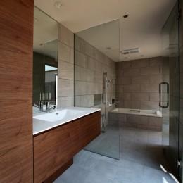 保月の家(ほづきのいえ)~お店のようなアプローチ空間~ (開放感のある洗面と浴室)