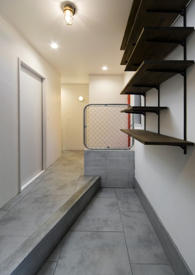 玄関と土間 (American garage)
