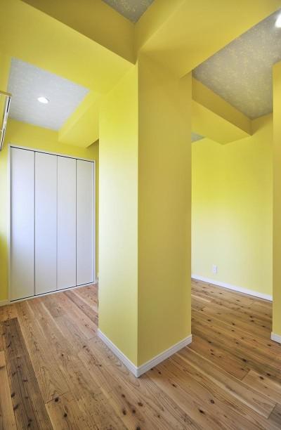 子ども部屋 (カラフルポップな印象的新居)