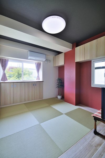 和室 (カラフルポップな印象的新居)