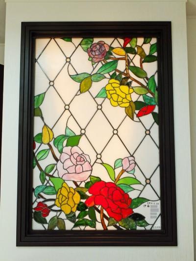 薔薇のステンドグラス、近景 (薔薇のステンドグラス)