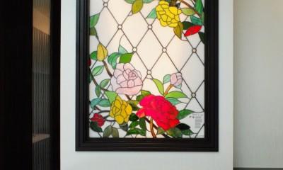 薔薇のステンドグラス (薔薇のステンドグラス やや離れて撮影)