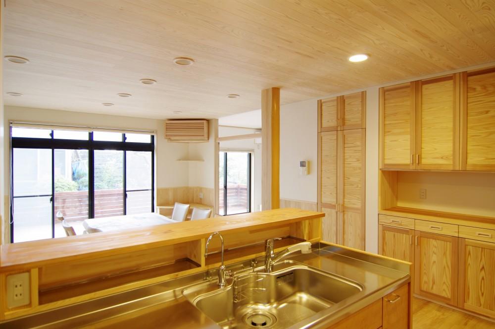 自然素材の開放感リフォーム (セミオープンキッチン)