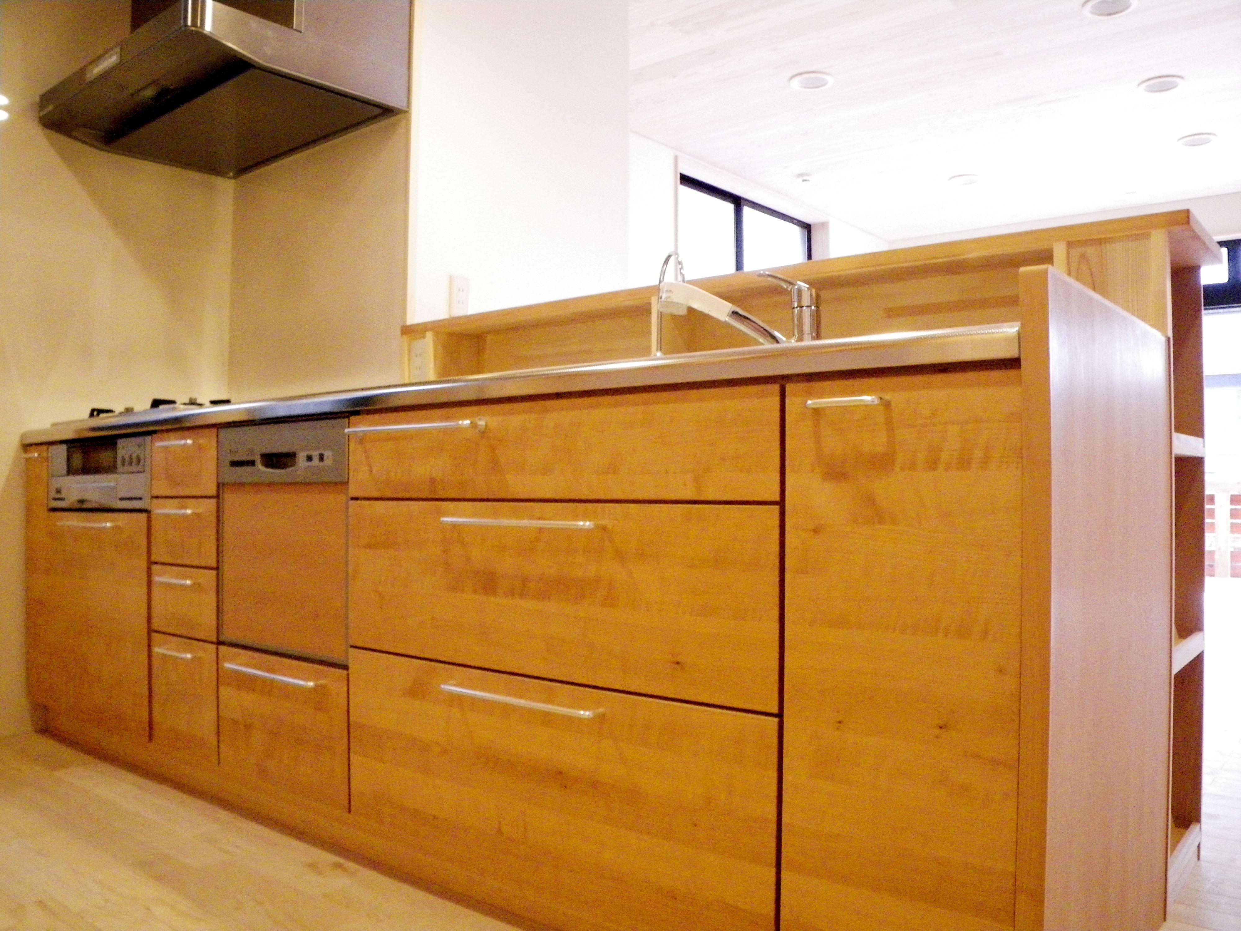キッチン事例:木の造作キッチン(自然素材の開放感リフォーム)