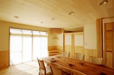 自然素材の開放感リフォーム (優しく光を拡散する自然素材のインテリア)