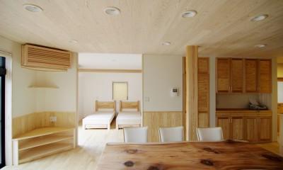 自然素材の開放感リフォーム (ダイニングとベッドルーム)