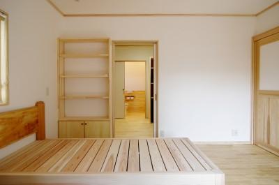 自然素材の開放感リフォーム (木のベッドルーム)