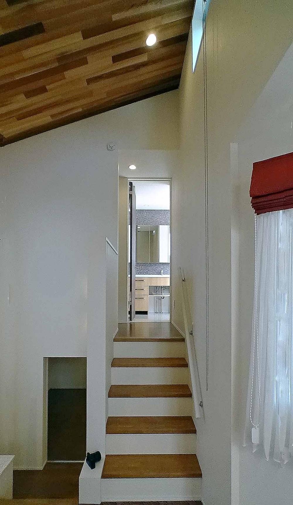 スキップフロア・蔵収納 (蔵収納~リビング~水廻り室と流れるスキップフロア)