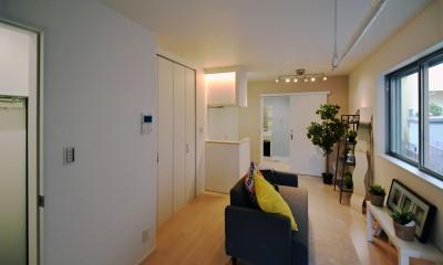 土地有効活用・デザイナーズ3階建て木造共同住宅 (家具を仮置きした室内)