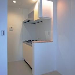 デザイナーズキッチン+間接照明+カウンターにモザイクタイル (デザイナーズ集合住宅・共同住宅)