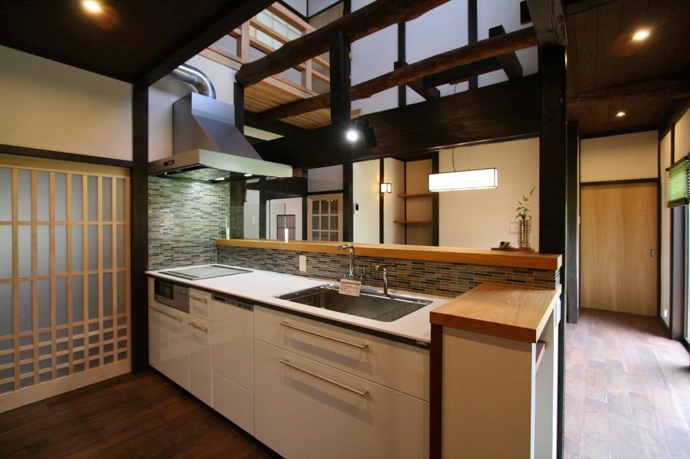 母屋と蔵を改装し三世代古民家へ (キッチン)
