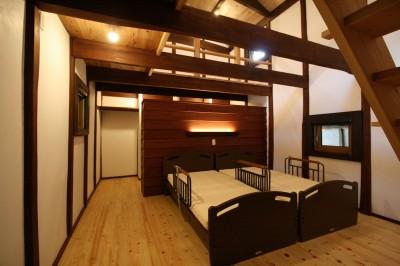 寝室 (母屋と蔵を改装し三世代古民家へ)