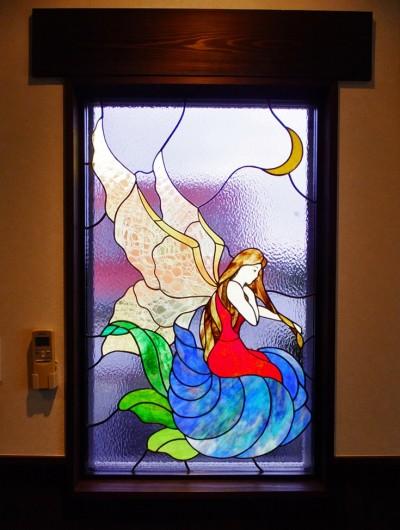 寝室のステンドグラス、近景 (御宿別荘のステンドグラス~寝室とリビング窓へ設置)