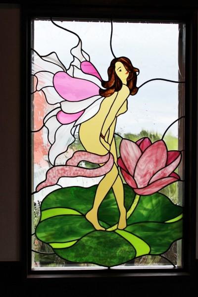 別荘、リビングのステンドグラス、近景 (御宿別荘のステンドグラス~寝室とリビング窓へ設置)
