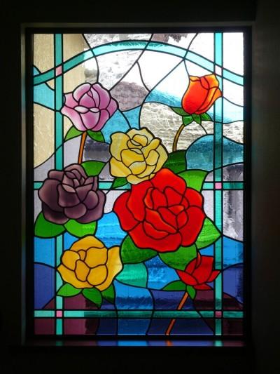 ステンドグラス、薔薇の近景 (薔薇のステンドグラス)