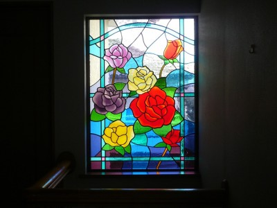 ステンドグラス、薔薇の中景 (薔薇のステンドグラス)