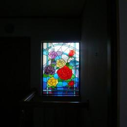 ステンドグラス、薔薇の遠景