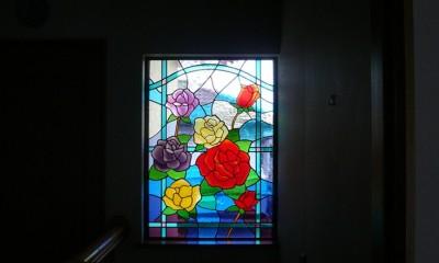 薔薇のステンドグラス (ステンドグラス、薔薇の遠景)