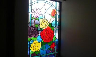 薔薇のステンドグラス (ステンドグラス、薔薇、差し込む光)
