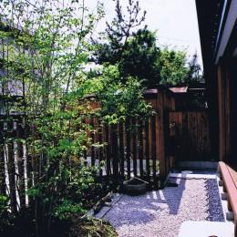 M邸ー終の住処として二つの庭を持つコートハウス (前庭・縁側)