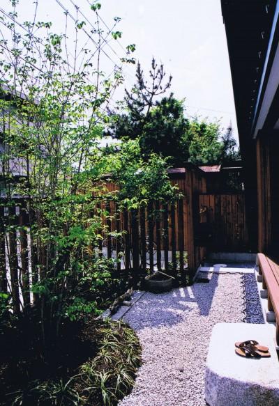 前庭・縁側 (M邸ー終の住処として二つの庭を持つコートハウス)