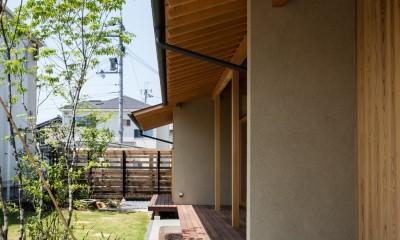 連続する軒下空間|眺望とお庭を楽しむ|火のある暮らしを楽しむ住まい 天理の家