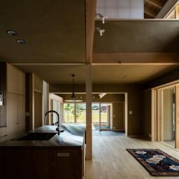 眺望とお庭を楽しむ|火のある暮らしを楽しむ住まい 天理の家 (LDK)