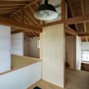 眺望とお庭を楽しむ|火のある暮らしを楽しむ住まい 天理の家の写真 2階:子供室から