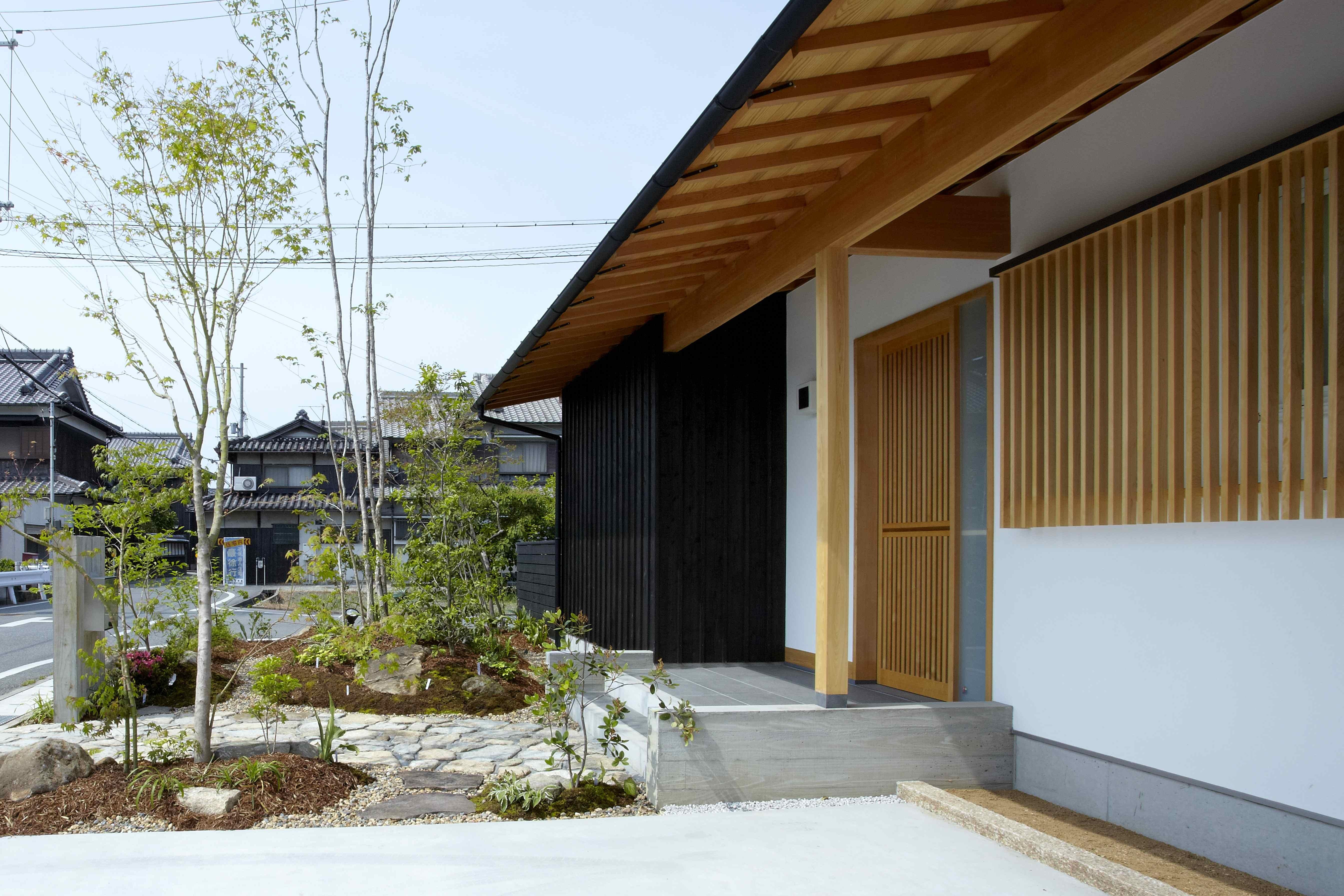 玄関事例:玄関ポーチ(ウッドデッキで繋がる空間 趣味を楽しむ住まい 姫路の家)