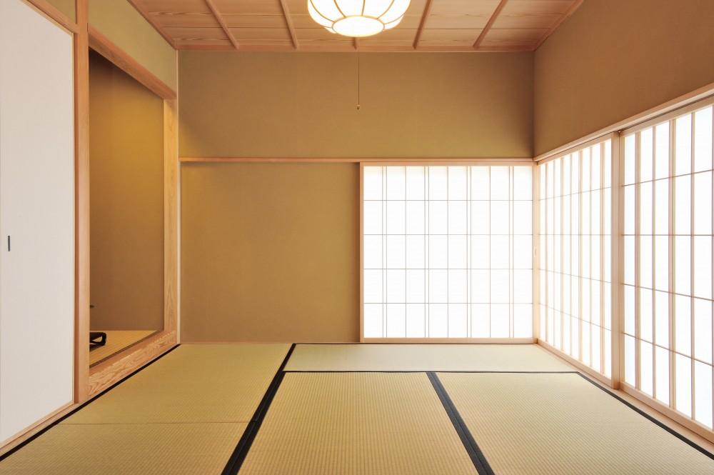 ウッドデッキで繋がる空間|趣味を楽しむ住まい 姫路の家 (仏間)