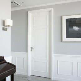 K邸 (存在感のある造作ドア)