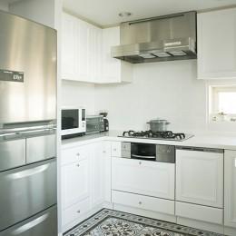 K邸 (シンプルかつ個性的なキッチン)