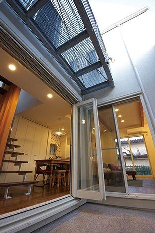間取りや素材も全て希望通りに デザイン設計+注文住宅の魅力満載 (中庭)
