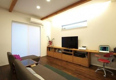 間取りや素材も全て希望通りに デザイン設計+注文住宅の魅力満載 (リビング)