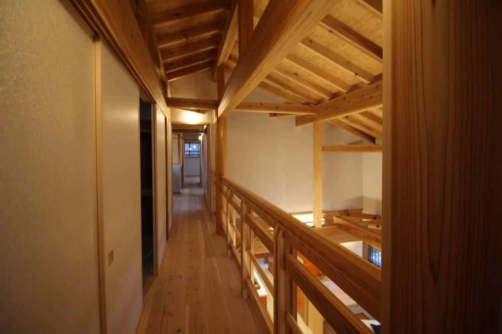 伏見の家 (2階リビングダイニング吹抜け・廊下)