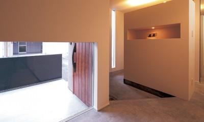 快適と予算もデザインされた 建築士と建てた5層の家 (玄関)